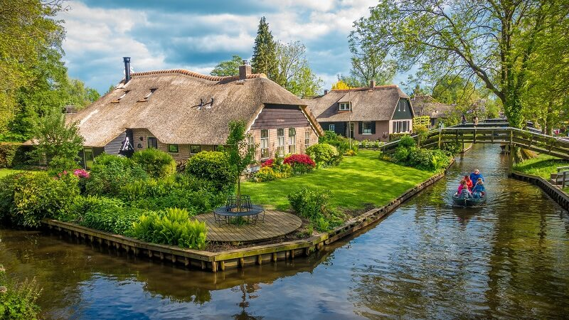 Hinh-anh-du-lich-ha-lan-houses-giethoorn-holland